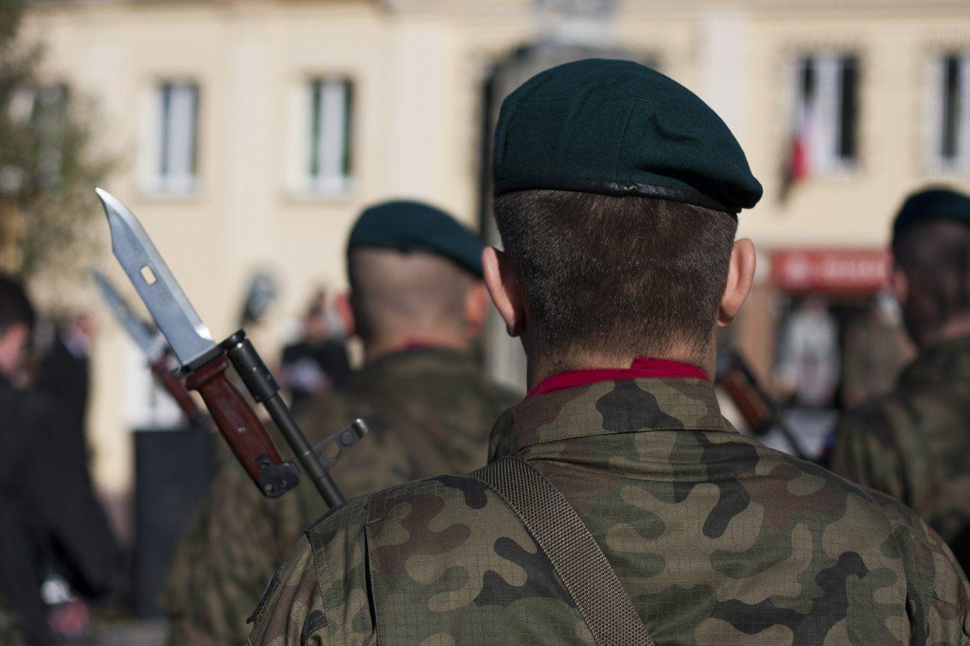 Soldaten mit Messern