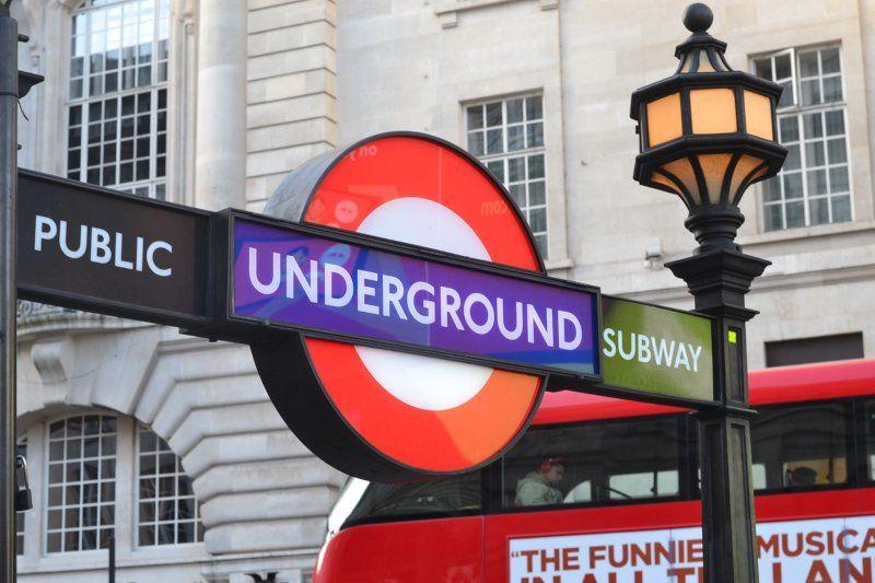 Waffengesetz England Underground Station