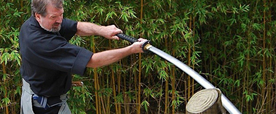 James Williams demonstriert die Wirkung eines Katana.