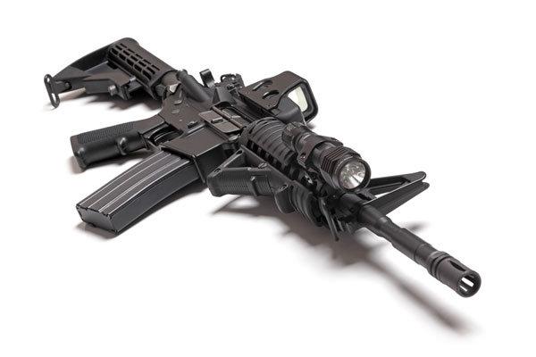 Lumen satt: Sturmgewehr mit montierter Zielbeleuchtung