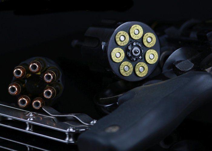 Die Polizeiliche Kriminalstatistik 2016 erfasst Delikte mit Schusswaffen, weist aber Delikte mit Messern nicht aus.