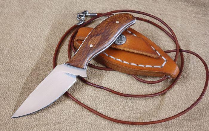 Neck Knife mit Skinner-Genen von Erich Niemeier