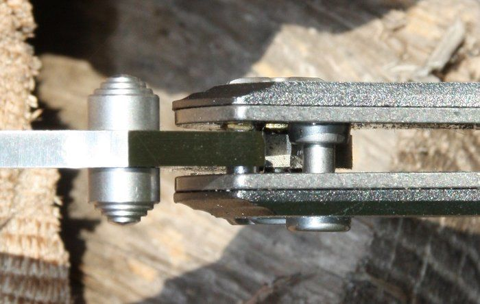Button Lock am CRKT Tighe Rade